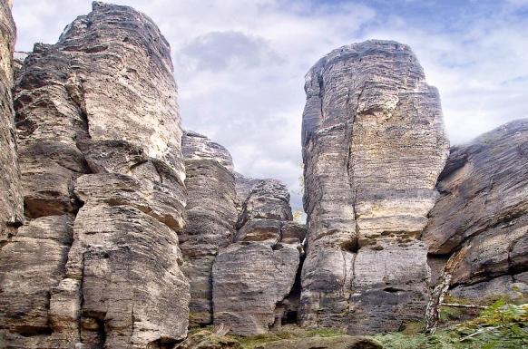 Ostrovské skály hory