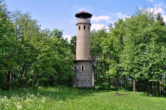 Pohled na rozhlednu Velký Chlum